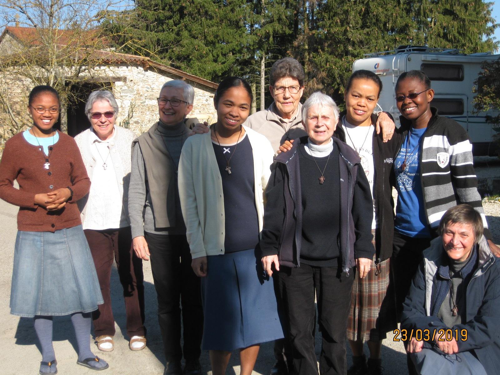 Die Gemeinschaft in Bonnefamille mit jungen Novizinnen
